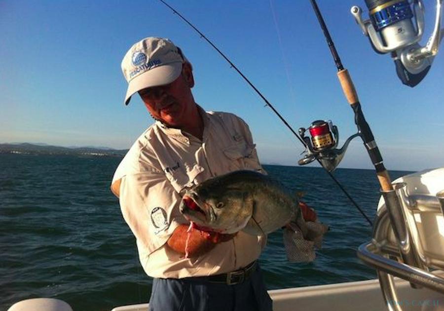 Fishing Charter Robalo220
