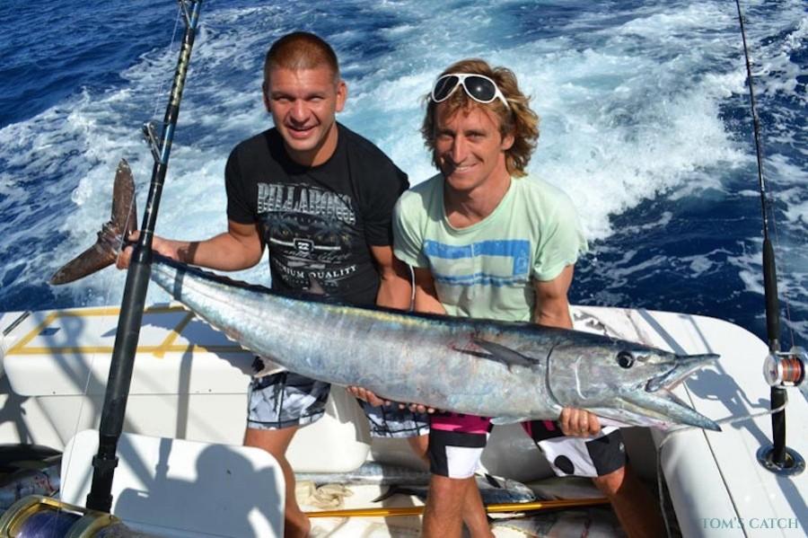 Charter de pesca Bertram JPH