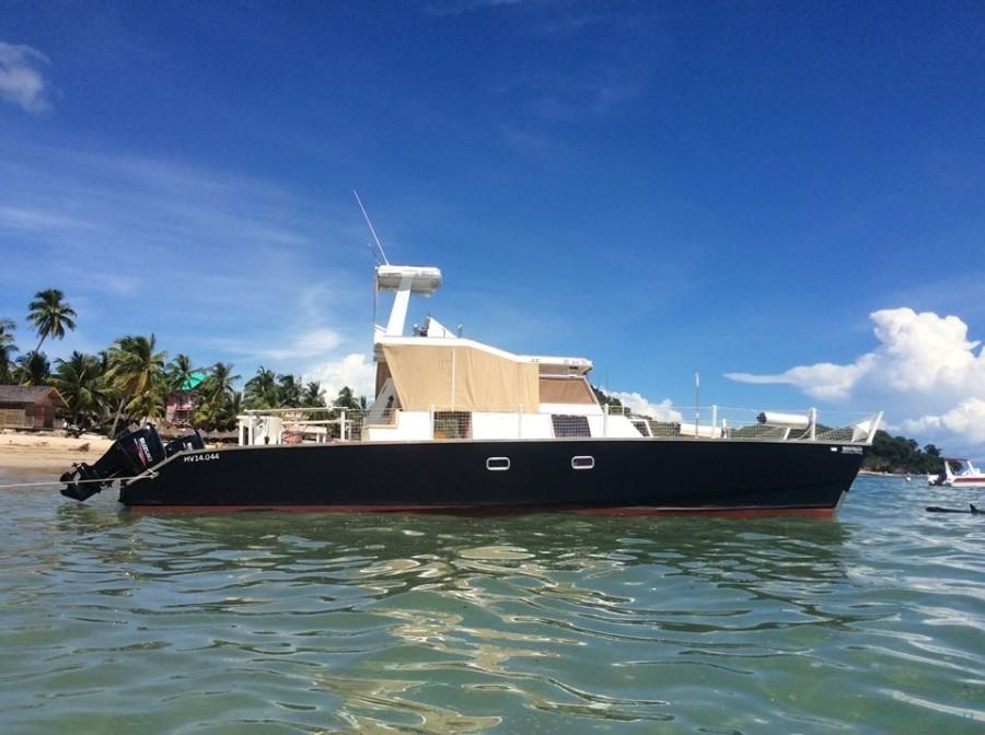 Charter de pesca Catamaran Tropical Boat